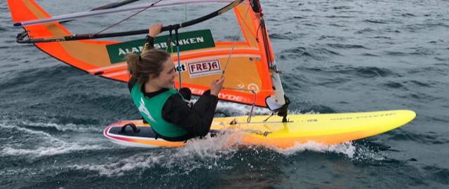 Tuuli Petäjä-Sirén varmisti Italiassa RS:X-luokan olympiamaapaikan Tokioon
